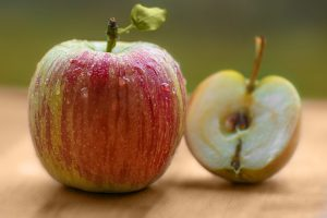 Ferulic acid in apple seeds